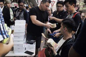 Hồng Kông: iPhone XS bày bán như bán rau