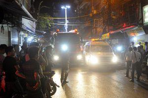 11h đêm mới kết thúc đưa 2 thi thể vụ cháy ở Đê La Thành ra ngoài
