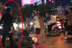 Thanh niên đi xe SH bị tố đánh bà bầu ngã xuống đường sau va chạm giao thông