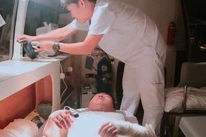 Vượt sóng cứu thuyền viên Trung Quốc bị bỏng nặng trên biển