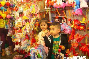 Đèn trung thu truyền thống áp đảo sản phẩm Trung Quốc, chiếm 70% tại phố lồng đèn ở TP.HCM