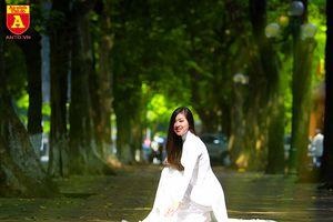 Thiếu nữ thướt tha với tà áo dài trong sắc thu Hà Nội