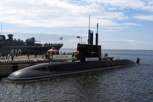 Nga hạ thủy tàu ngầm tàu ngầm Kronshtadt lớp Lada