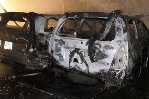 Gara ôtô bốc cháy, nhiều xe bị lửa thiêu rụi