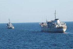Nga 'lịch sự' hộ tống 2 tàu hải quân Ukraina khỏi vùng độc quyền kinh tế Crưm