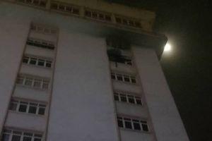 Đám cháy ở tòa nhà cao tầng thiêu rụi nhiều tài sản