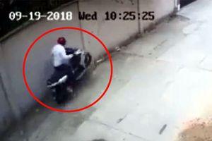 Trộm bẻ khóa, bốc đầu xe máy tẩu thoát trong vài 'nốt nhạc'