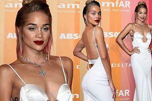 Jasmine Sanders khoe thân hình siêu mẫu quyến rũ với váy cắt xẻ
