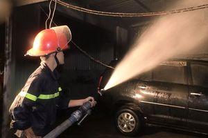 Cháy gara trong đêm, nhiều xe ô tô bị thiêu rụi