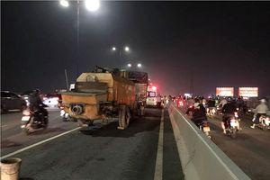 Tông đuôi xe tải trên cầu Sài Gòn, đôi nam nữ tử vong