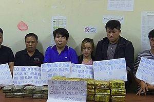 Ôtô chở 20 bánh heroin, 15 kg ma túy đá bị chặn ở biên giới