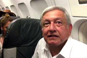 Vị tổng thống quyết bán chuyên cơ, đi máy bay cùng thường dân
