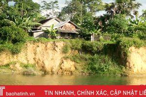 Gần 100 hộ dân Hương Xuân sống thắc thỏm bên dòng sông Tiêm