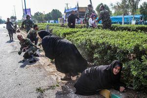 Khoảng khắc kinh hoàng vụ tấn công diễu hành quân sự tại Iran