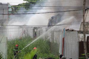 Cháy lớn tại xưởng sản xuất chuỗi nhựa ở Sài Gòn