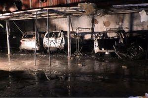 Đà Nẵng: Ga ra bốc hỏa giữa đêm, 4 ô tô con bị thiêu rụi hoàn toàn