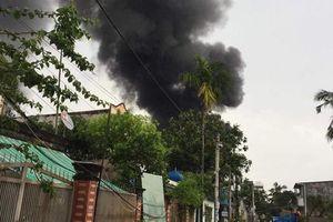 Cháy lớn tại xưởng sản xuất chổi, cả khu dân cư hoảng loạn