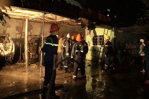 Đà Nẵng: Cháy lớn tại gara, nhiều ô tô bị thiêu rụi