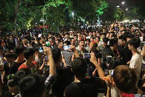 Hà Nội: Phố đi bộ ken đặc người đi chơi Trung thu