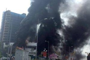 Cháy ngùn ngụt ở Trung tâm thương mại cao nhất TP Yên Bái