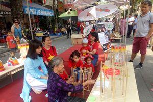 Hà Nội: Trẻ em hào hứng vui Tết Trung thu tại phố bích họa Phùng Hưng