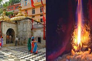 Ngọn lửa kì bí cháy suốt hàng trăm năm trong ngôi đền thiêng ở Ấn Độ
