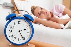 Lý do bất ngờ khiến bạn trằn trọc khó ngủ khi đến chỗ lạ