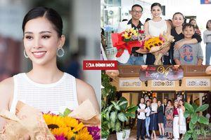 Tân Hoa hậu Trần Tiểu Vy đẹp không tì vết ngày trở về phố Hội