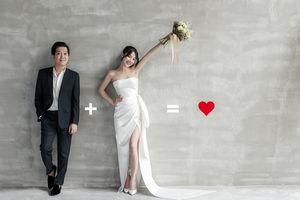 Trường Giang đi dép tổ ong, chụp ảnh cưới lãng mạn với Nhã Phương