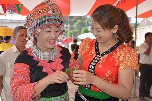 Ấn tượng với đặc sản rượu Hang Chú, Sơn La