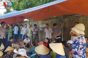 Bức xúc vì ô nhiễm, người dân chặn đường vào bãi rác Khánh Sơn, Đà Nẵng