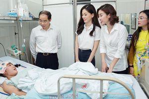 Á hậu Phương Nga giản dị đi từ thiện cùng Hoa hậu Mỹ Linh, Á hậu Thanh Tú