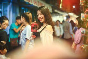Giới trẻ chen chân chơi phố lồng đèn Sài Gòn