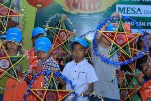 Trẻ em nghèo ở TPHCM đón Trung thu tại đường Sách