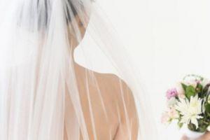 Đọc lại tin nhắn vợ cho cô bạn thân ngay đêm tân hôn, tình yêu của tôi sụp đổ