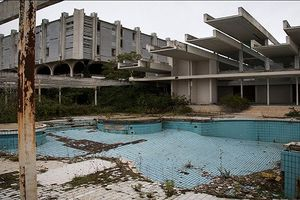 Kinh ngạc loạt công trình đắt đỏ nhất thế giới bị bỏ hoang