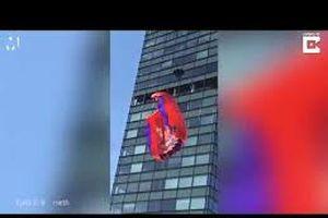 Thanh niên nhảy dù từ nóc tòa nhà 19 tầng, gặp cái kết đầy đau đớn
