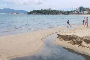 Nước thải tràn ra biển Nha Trang