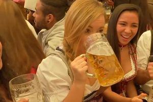 Đến hẹn lại lên, bia Đức lại sóng sánh lễ hội Oktoberfest