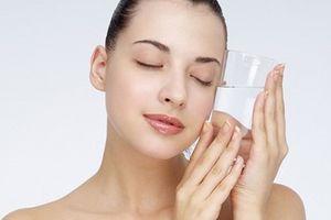 Sự thật về việc uống nhiều nước giúp cải thiện tình trạng da khô