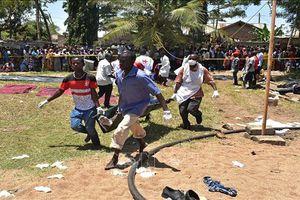 Rùng rợn cảnh vớt xác 224 người thiệt mạng trong vụ lật phà ở Tanzania