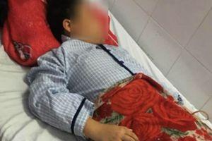 Bé trai bị cắt 40 cm ruột khi nuốt 9 viên bi nam châm nghi do bạn ép