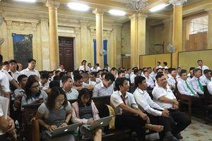Tiếp tục hoãn phiên tòa Vinasun kiện Grab, hàng trăm tài xế phản đối