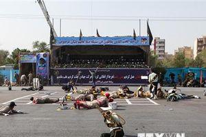 Iran tố cáo Saudi Arabia và UAE tài trợ vụ tấn công lễ diễu binh