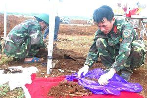 Cất bốc, quy tập 33 bộ hài cốt liệt sỹ tại khu vực Nông trường Dốc Miếu, Quảng Trị