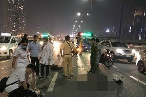 Chạy vào làn ô tô, đôi nam nữ tông thẳng vào đuôi xe tải rồi tử vong