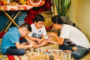 Có một Trung thu xưa cũ giữa lòng Sài Gòn: Nơi con nít cùng bố mẹ tập làm lồng đèn, đúc bánh, múa lân và rước đèn khắp hẻm nhỏ
