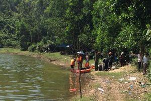 Thầy cúng ngã xuống sông tử vong khi cầu siêu cho cháu bé đuối nước
