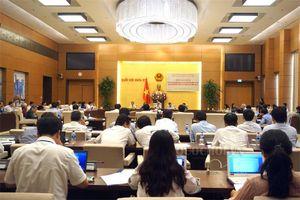 Phiên họp giải trình về việc thực hiện pháp luật trong tuyển dụng, sử dụng giáo viên và tổ chức kỳ thi thpt quốc gia