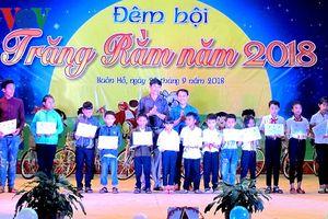 Đêm hội trăng rằm ở Đắk Lắk trao học bổng và xe đạp cho học sinh nghèo